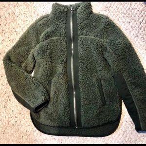 Abercrombie & Fitch Soft Sherpa zip up jacket w/pockets❤️Like new⭐️